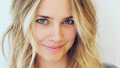Photo of Jessica Barth Age, Height, Marriage & Acting Career