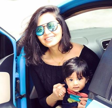 disha madan with her kid